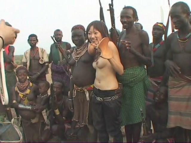 порно азиатка в африканском племени
